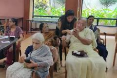Smartphone assistance for seniors at Athashri